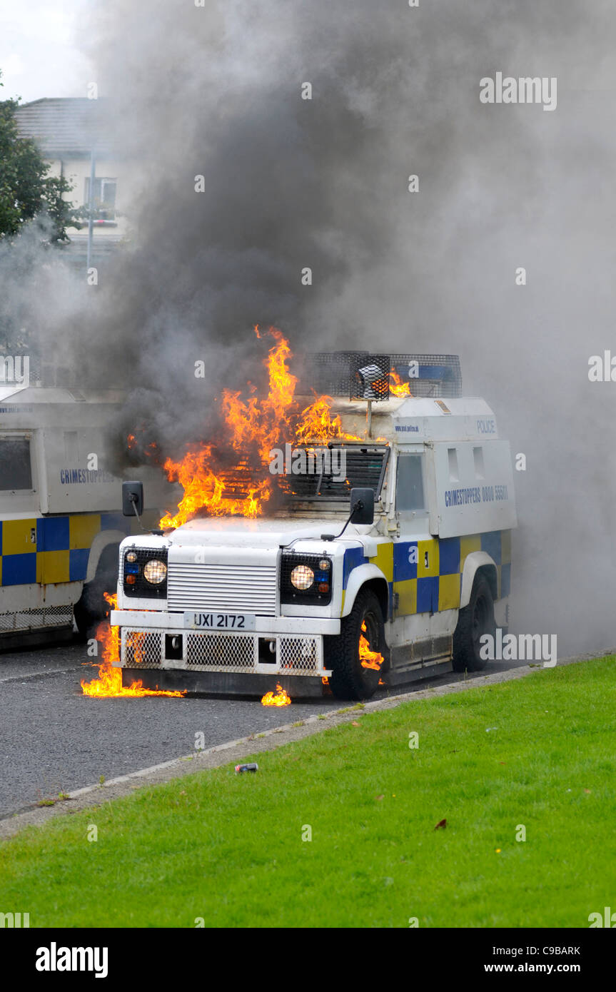 PSNI vehicles set alight by petrol bombs, thrown by nationalists youths, in the Bogside, Londonderry. - Stock Image
