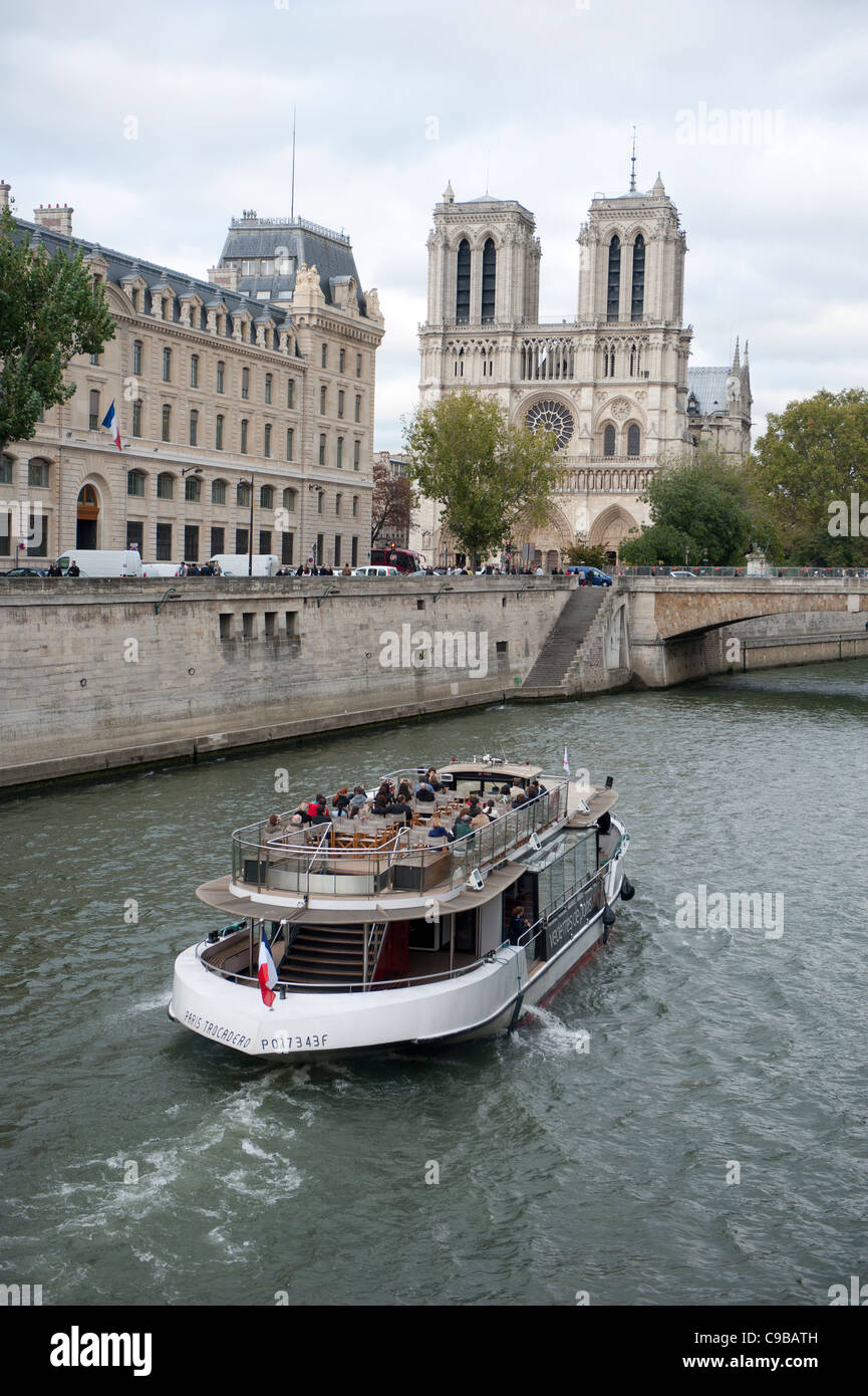 Seine tour by boat approaching the cathedral Notre Dame de Paris - Stock Image