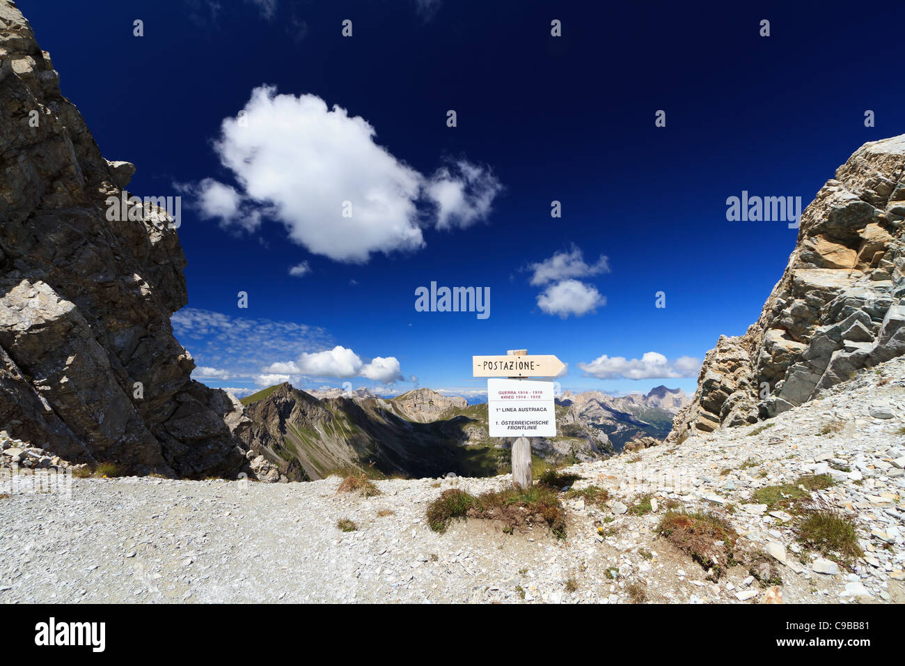 direction to first world war trenches in Dolomites pass - Stock Image