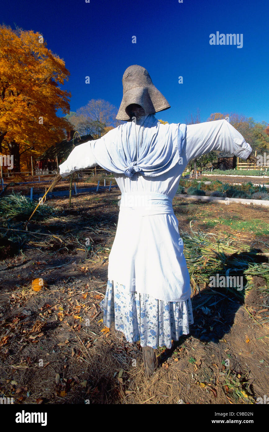 Colonial Era Scarecrow in a Garden, Jockey Hollow State Park, New Jersey - Stock Image