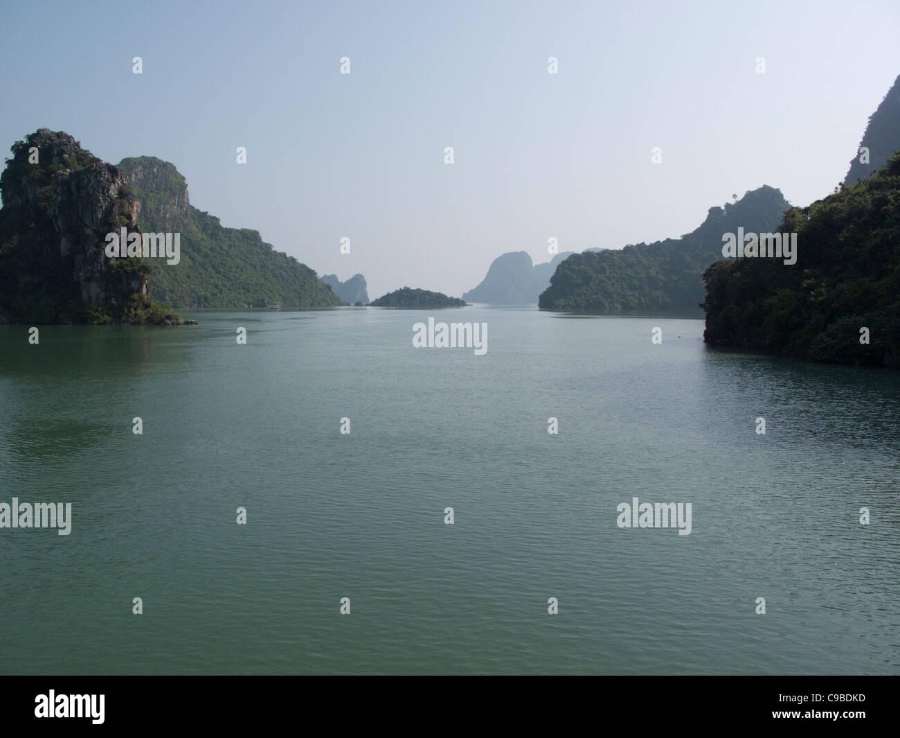 Rock formations in the South China Sea at Halong Bay, Vietnam Stock Photo