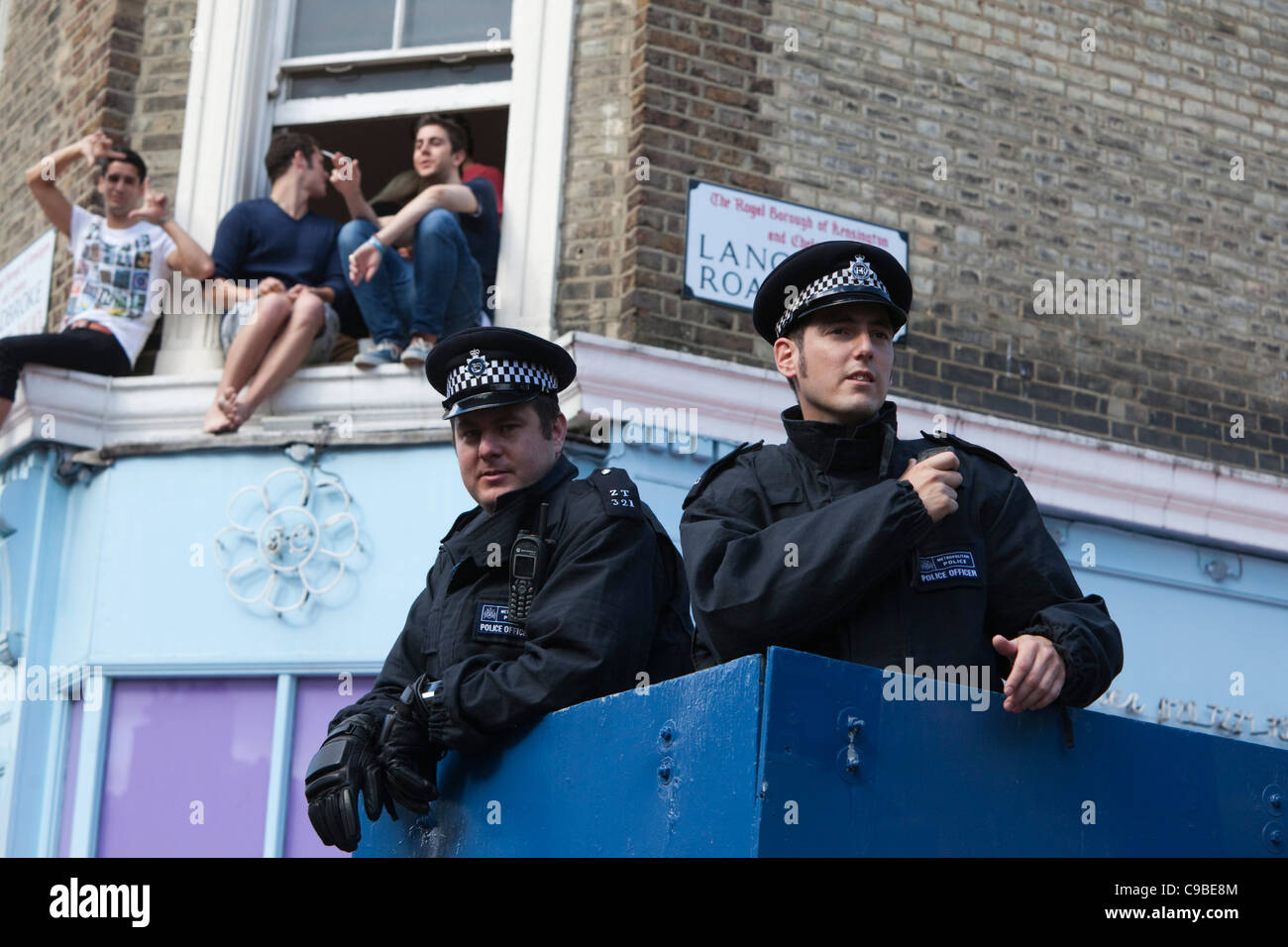 Notting Hill Carnival, Children's Day, Metropolitan Police officers observing the crowds in Ladbroke Grove Stock Photo
