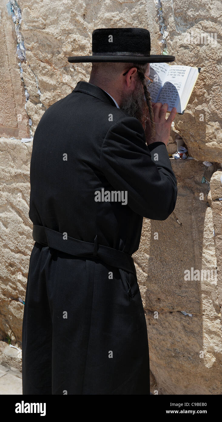 Prayer at the western wall - Stock Image
