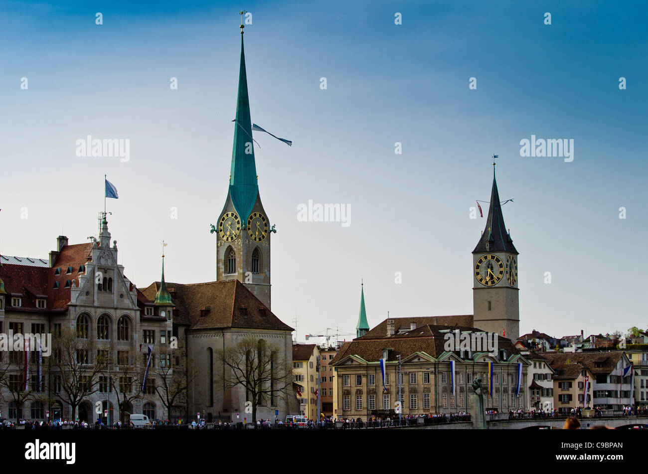 Fraumunster and St. peter Churches on the river Limmat, Zurich, Switzerland - Stock Image