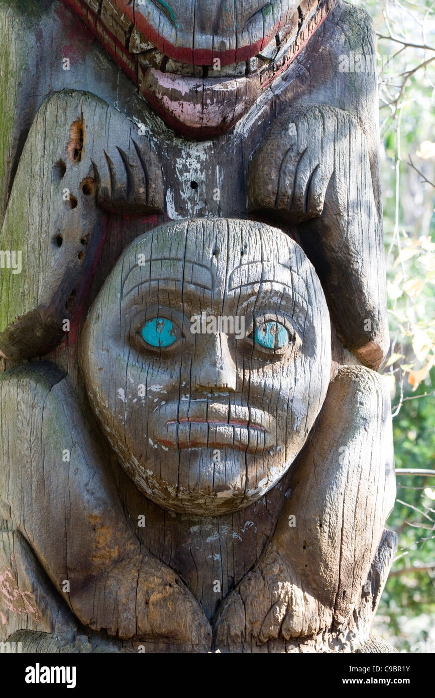 Totem pole sculpture 'his kinship group' Wooden Carvings - Stock Image