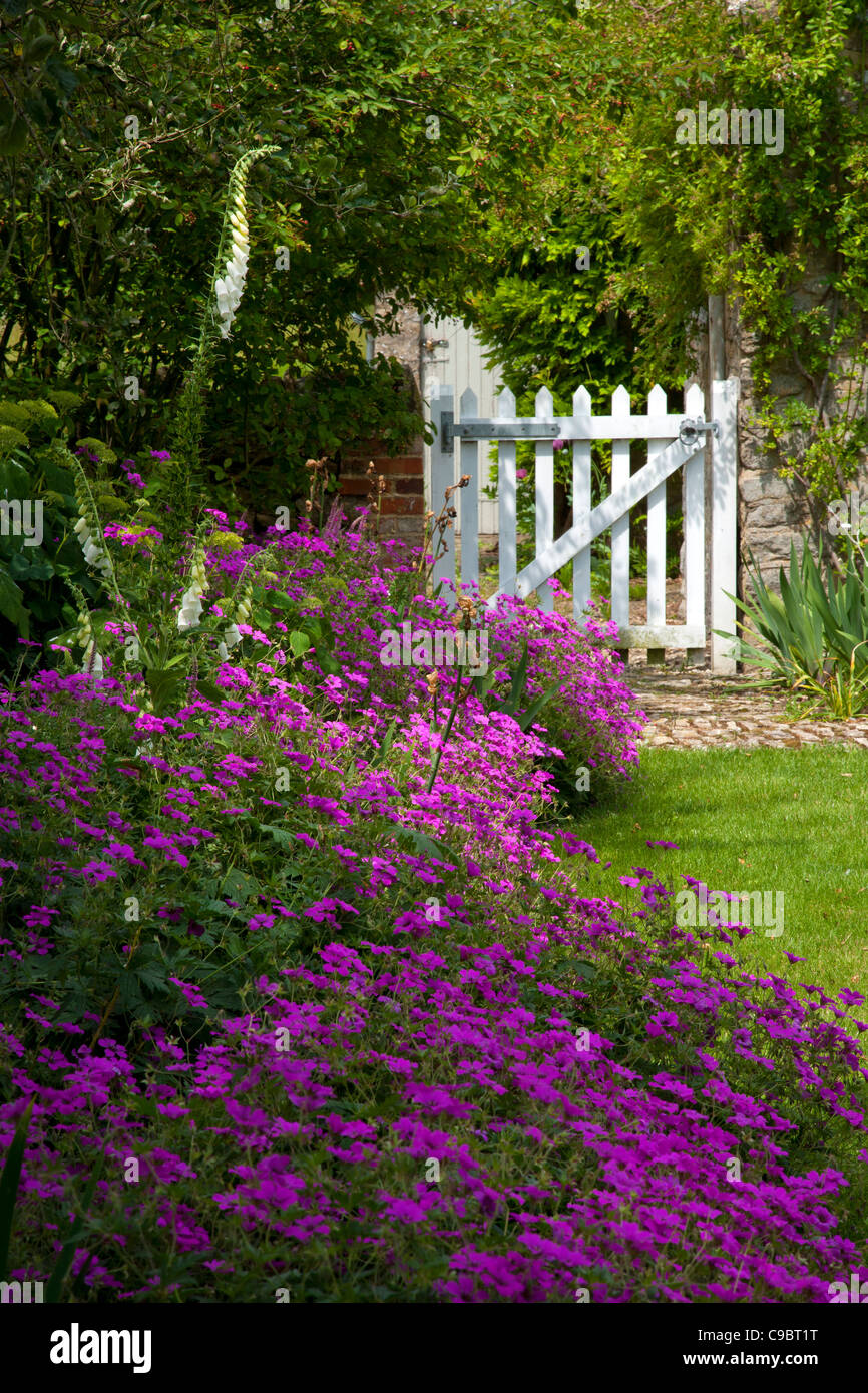 Cool Classic English Summer Cottage Garden With White Picket Gate Download Free Architecture Designs Viewormadebymaigaardcom