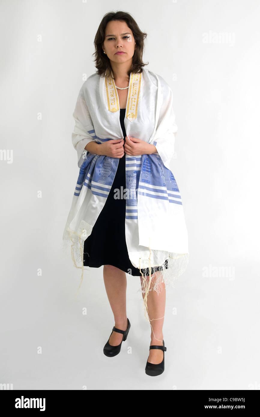 Reform Judaism - female Rabbi wears a Tallis Stock Photo