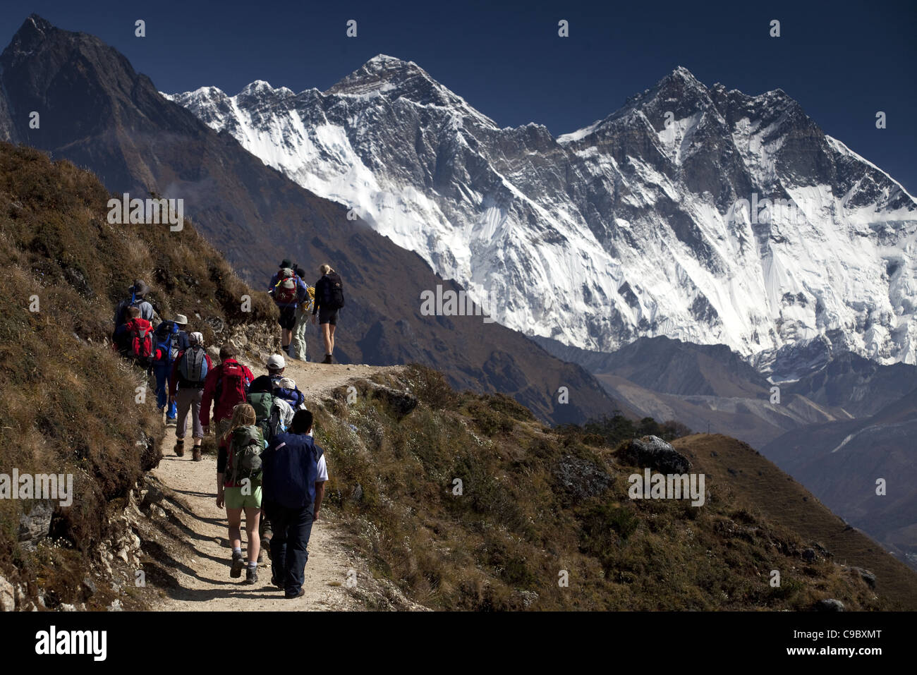 October 2009 WWF Everest - trekkers on the Everest Base camp trek near Namche looking NE towards the Everest range - Stock Image