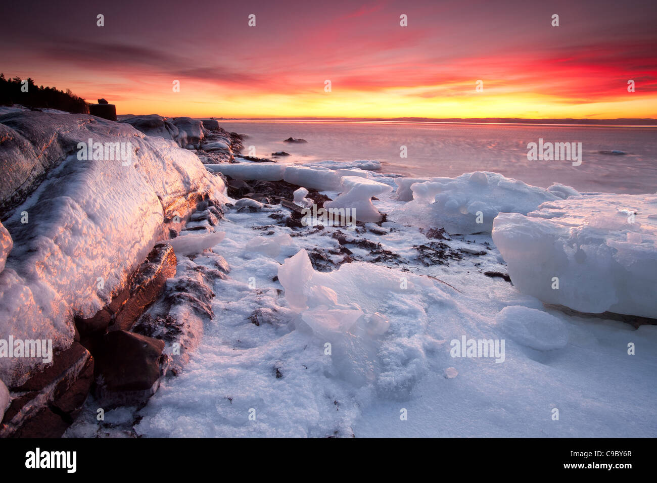 Beautiful winter sunset by the Oslofjord at the island Jeløy, in Moss kommune, Østfold fylke, Norway. - Stock Image