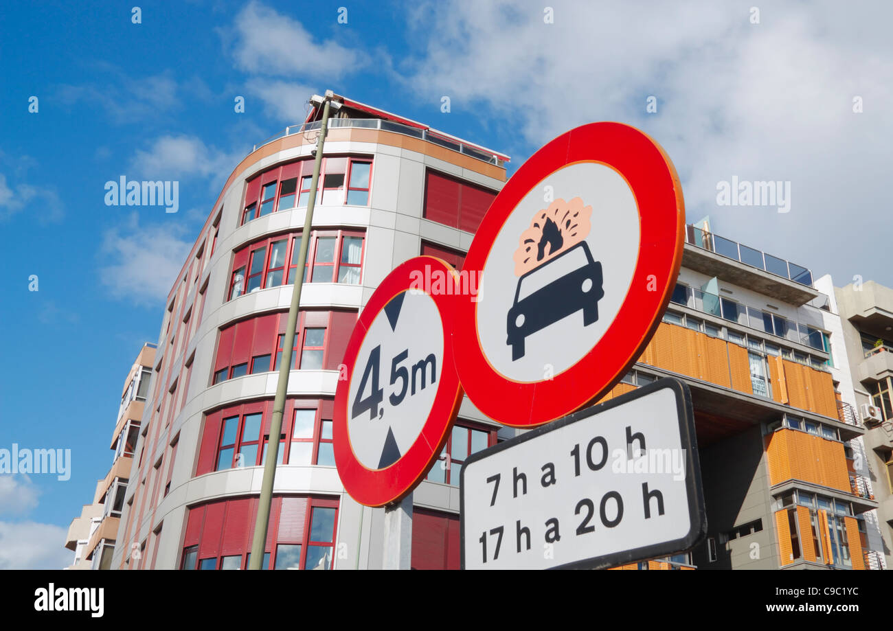 No vehicles carrying explosives or flammable goods road sign at entrance to tunnel in Spain - Stock Image