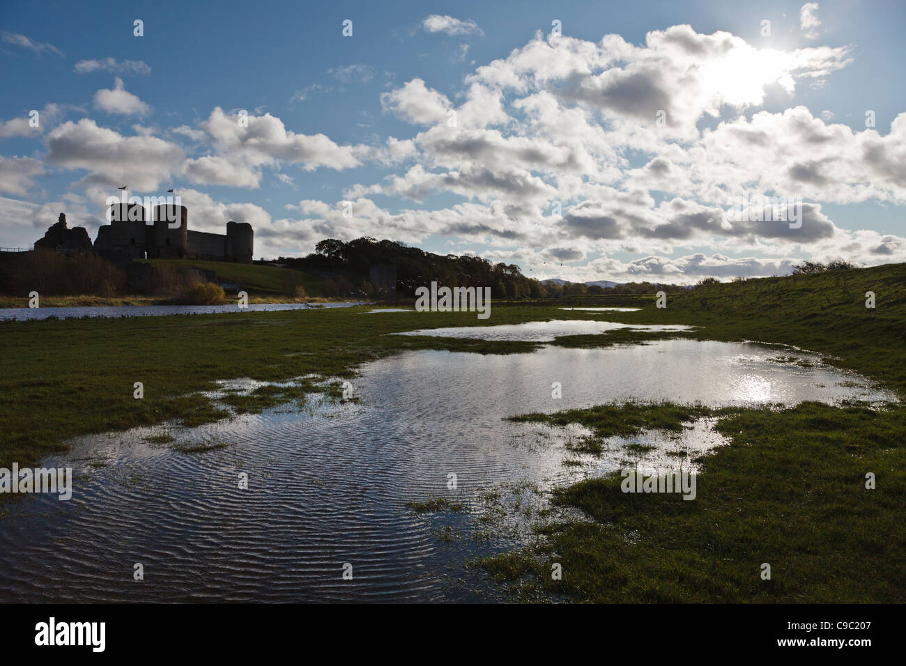 Rhuddlan Castle and River Clwyd, Denbighshire, Wales - Stock Image