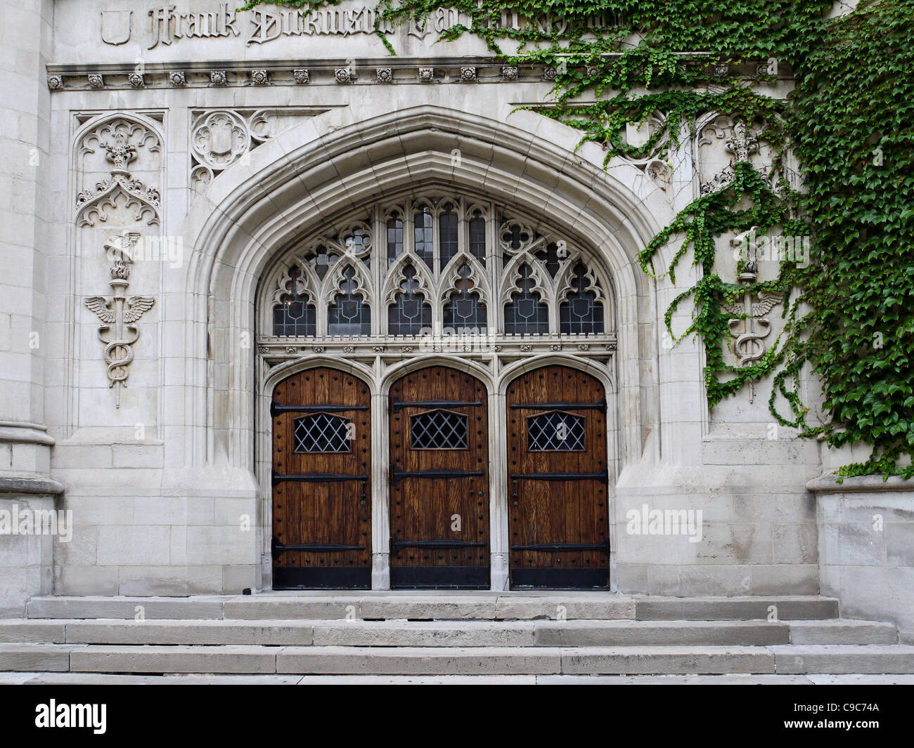 University of Chicago wooden doors & University of Chicago wooden doors Stock Photo: 40221674 - Alamy