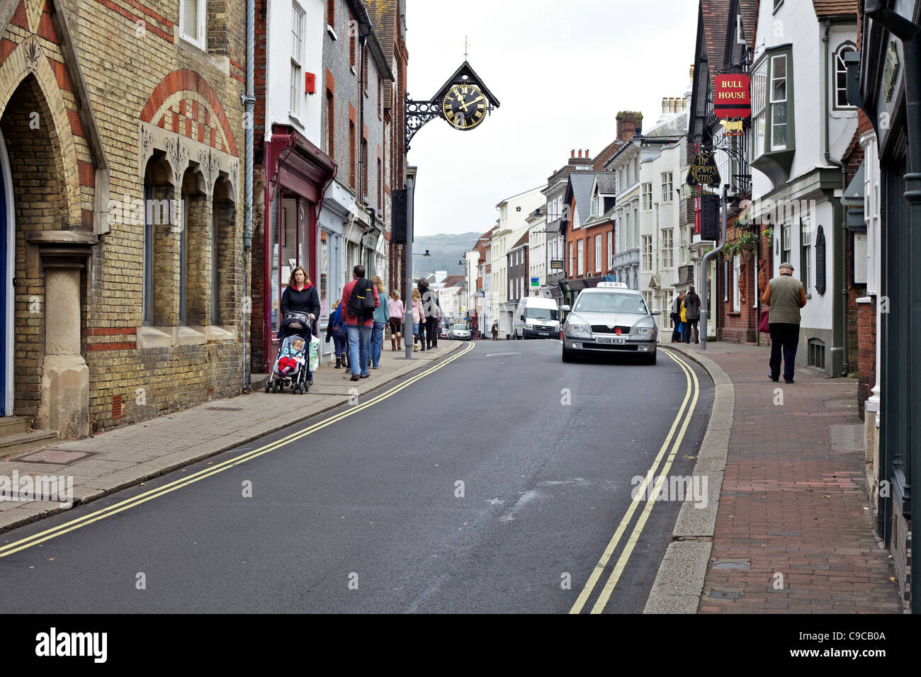Traffic in centre of Lewes with people on pavements - Stock Image