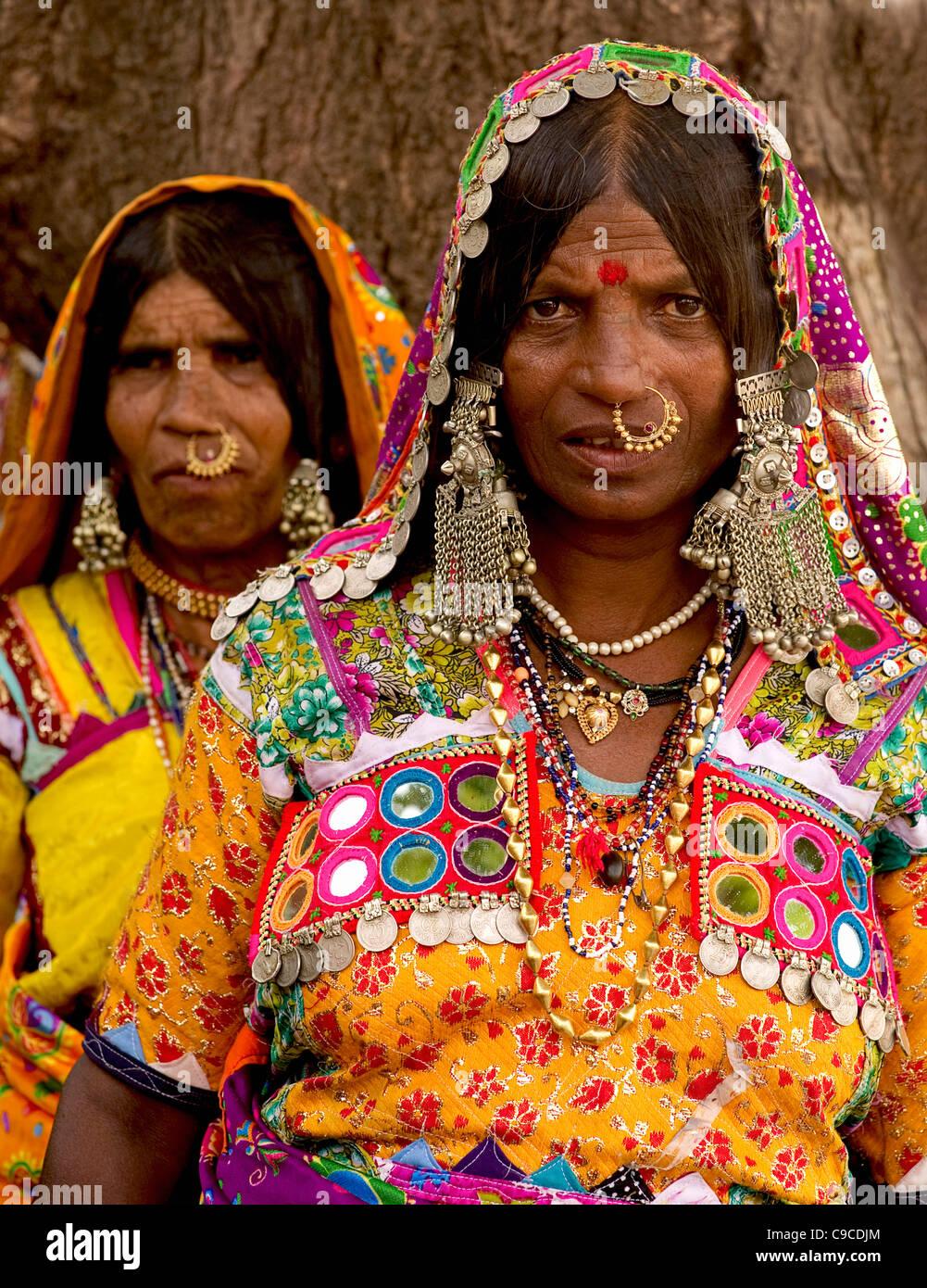 India, South Asia, Karnataka, Lambani Gypsy women. Tribal forest dwellers,  now settled in 30-home rural hamlets Stock Photo - Alamy