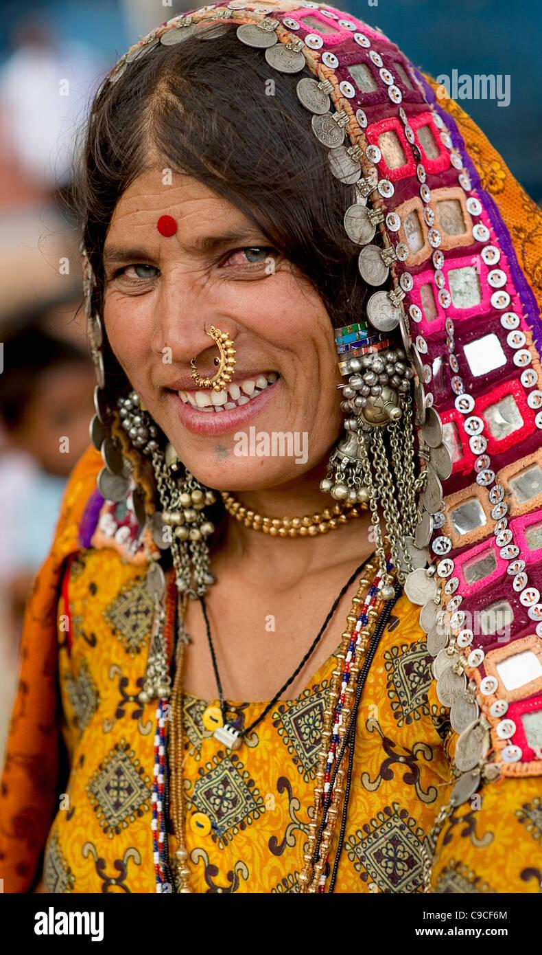 India, Karnataka, Lambani Gypsy woman. Tribal forest dwellers, now settled  in 30-home rural hamlets Stock Photo - Alamy