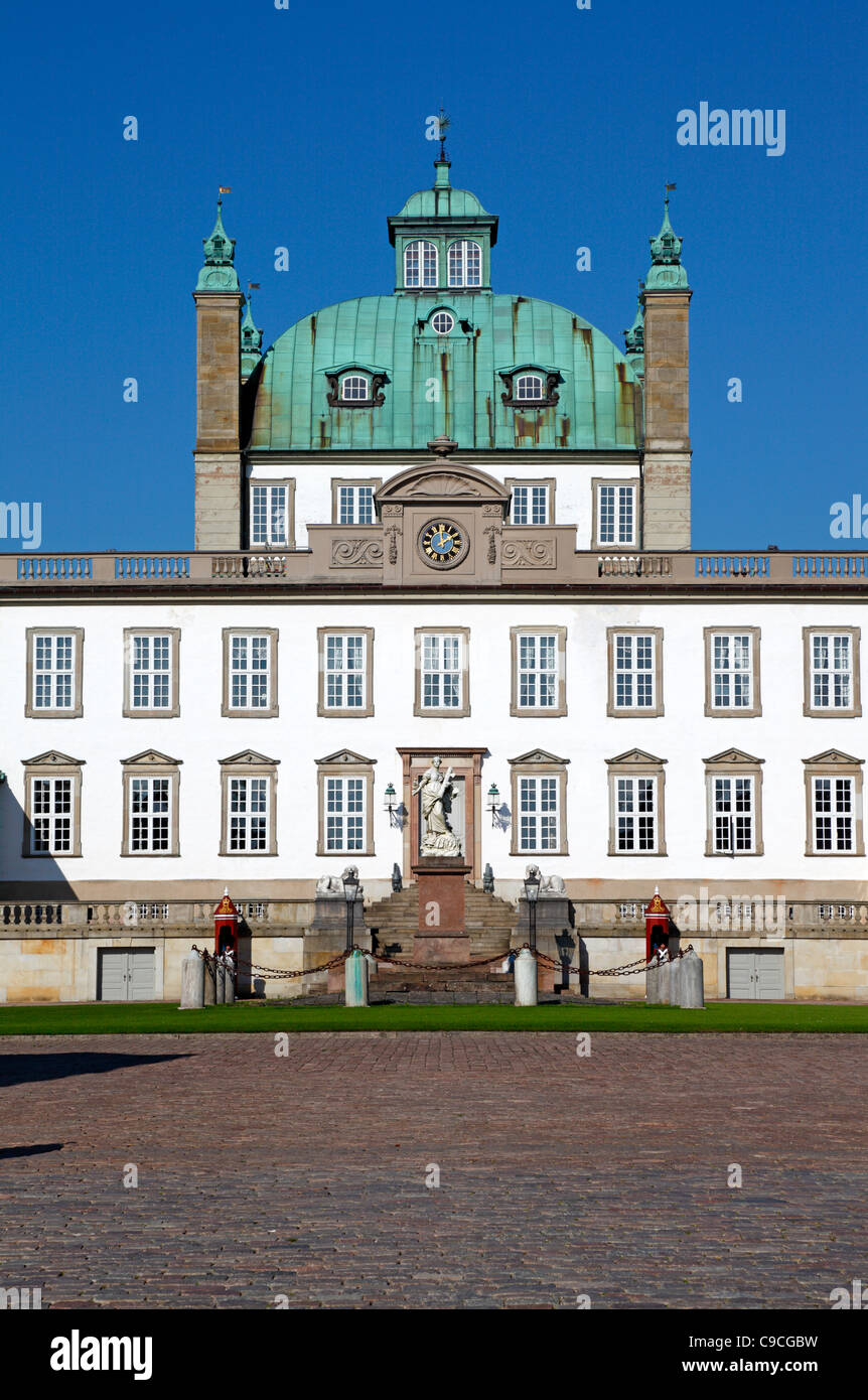 The Royal Fredensborg Palace in Fredensborg, near Copenhagen, Denmark. Bear skin sentries from The Royal Life Guards Stock Photo