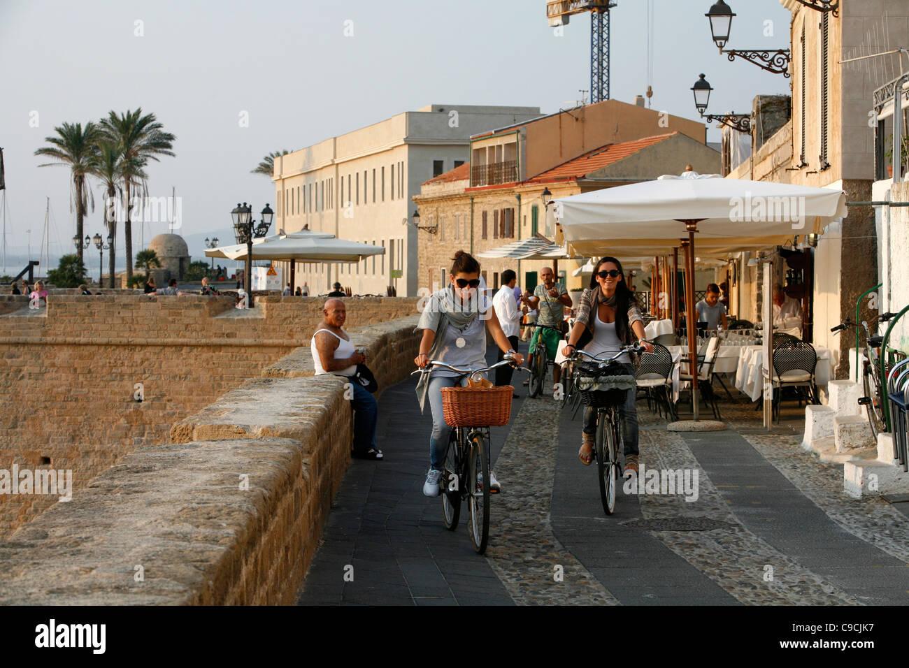 The promenade along the city walls, Alghero, Sardinia, Italy. - Stock Image
