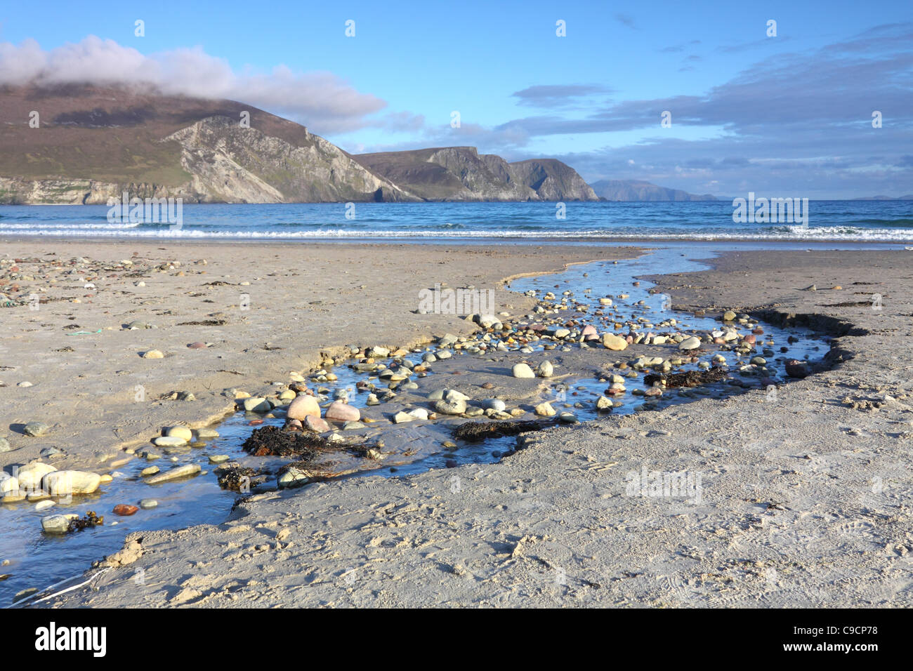 Keel Strand beach on Achill island, County Mayo, Ireland, with the Minaun cliffs in the distance - Stock Image