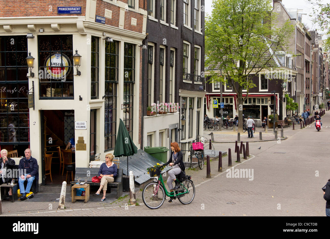Amsterdam stret scene - bar on the corner of Prinsengracht and Brouersgracht, The Netherlands - Stock Image