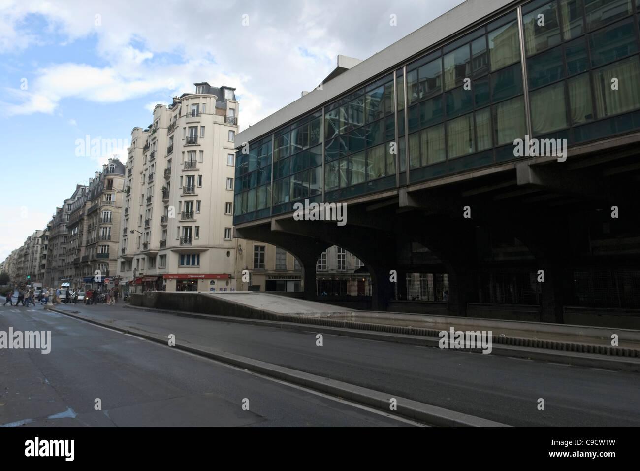 Contrast of architectures in rue du Renard, Paris, France - Stock Image