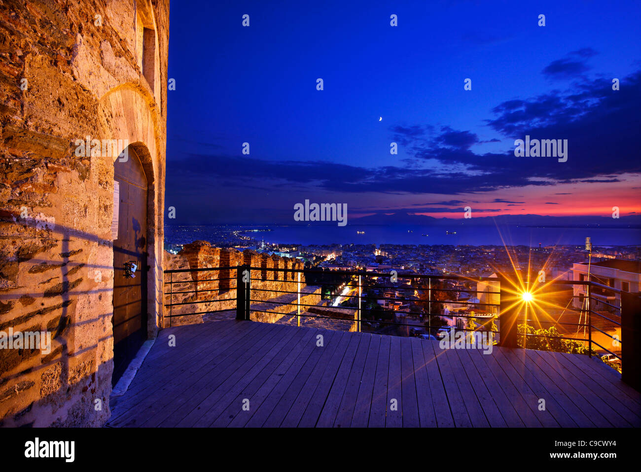 Pyrgos Trigoniou ('Trigoniou Tower') and part of the walls in Ano Poli ('upper town'), Thessaloniki, - Stock Image