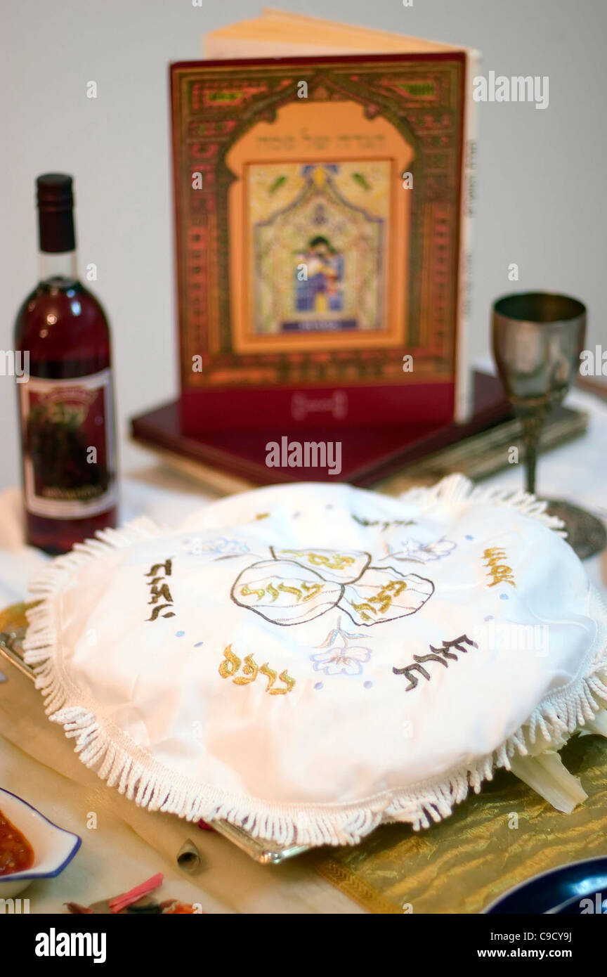 Table prepared with blessings, red grape jucie and the religious text (haggadah) for the Jewish holiday of Passover - Stock Image