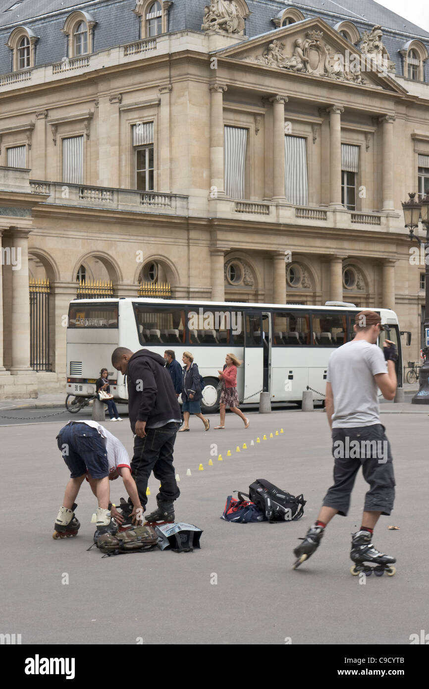 Skaters in front of the Palais-Royal, Paris, France. - Stock Image