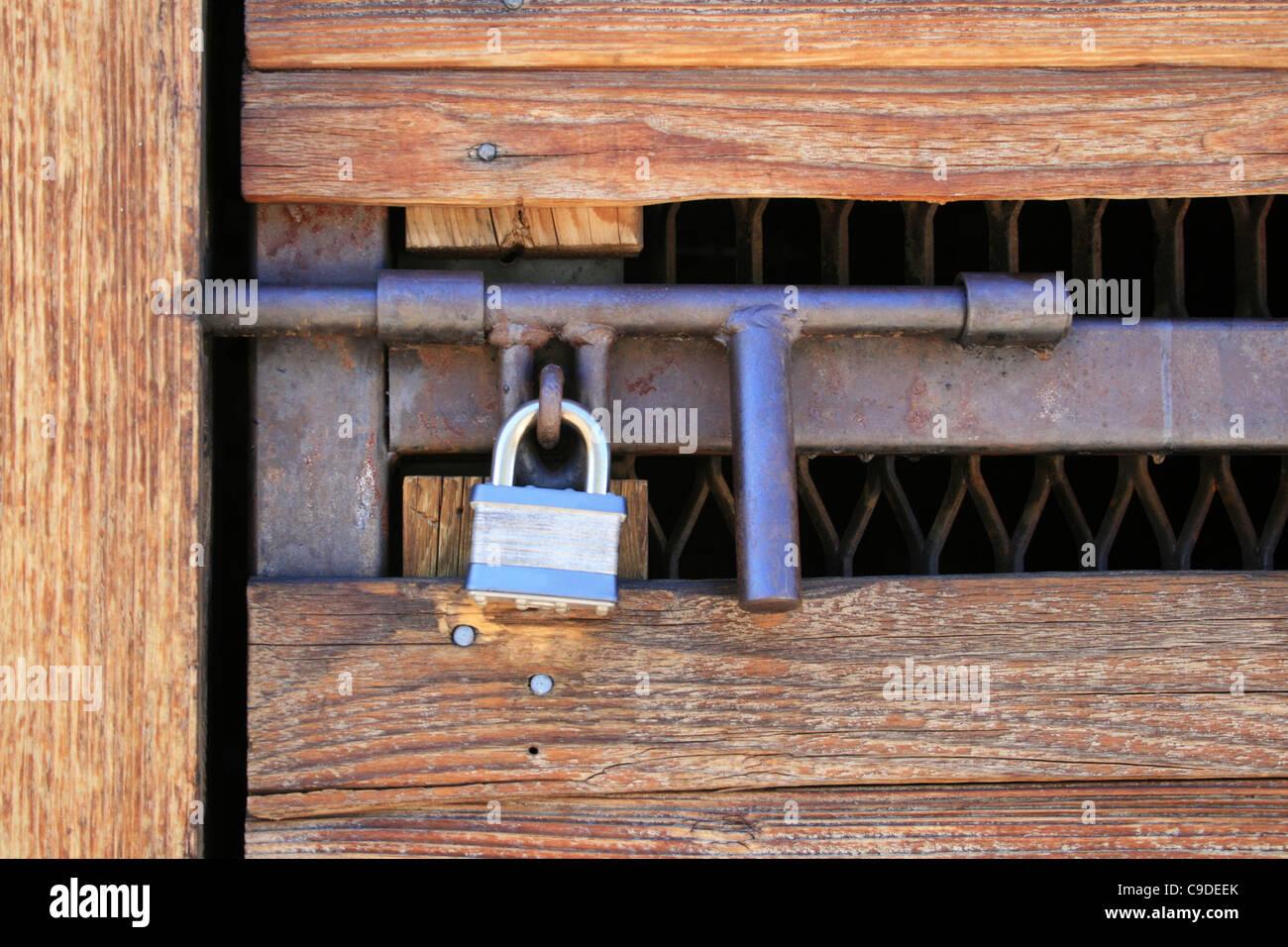 padlocked wood and metal door with heavy duty hasp - Stock Image & Door Hasp Stock Photos u0026 Door Hasp Stock Images - Alamy