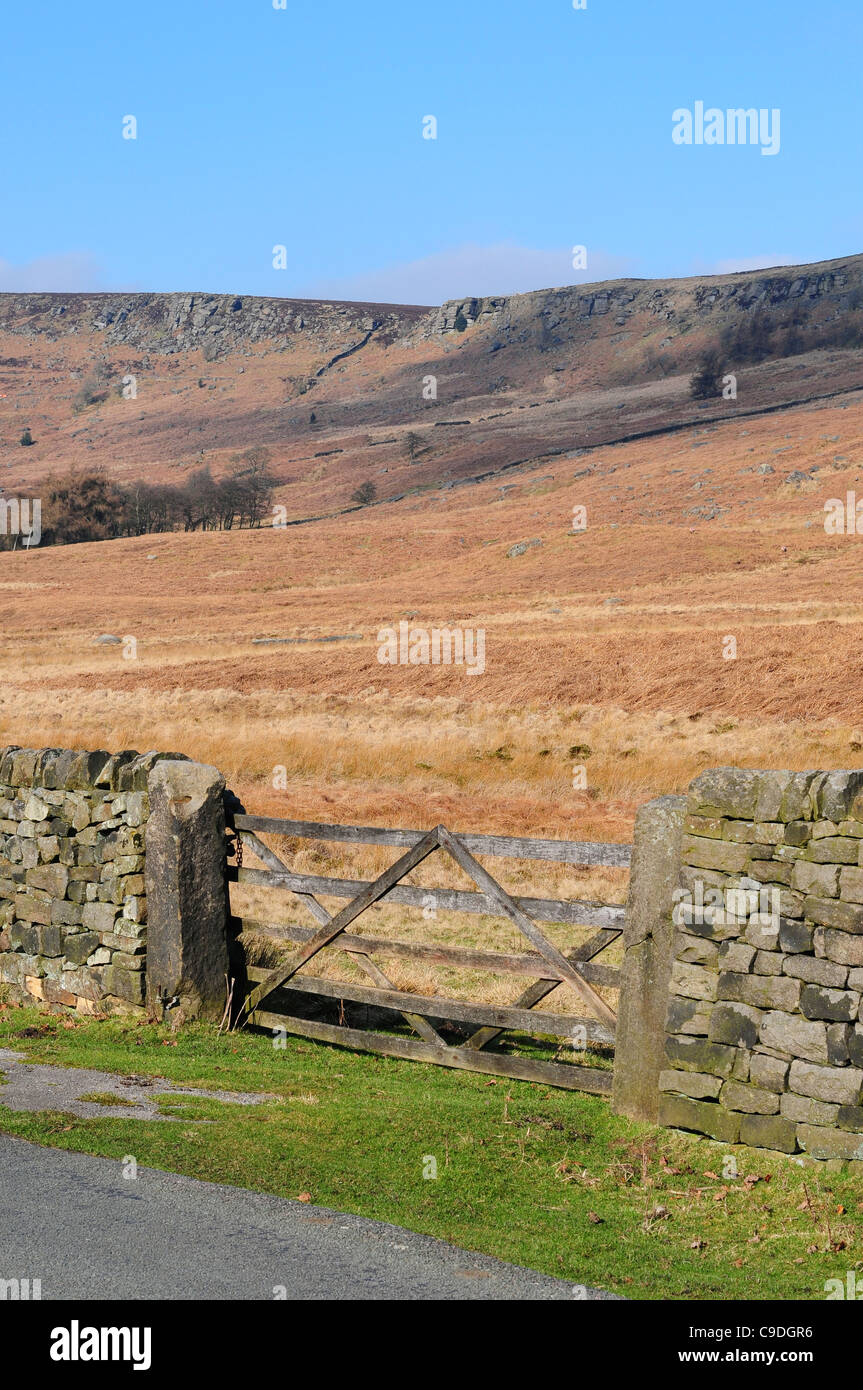 Dry stone wall and gate, Stanage Edge, Peak District National Park, England - Stock Image