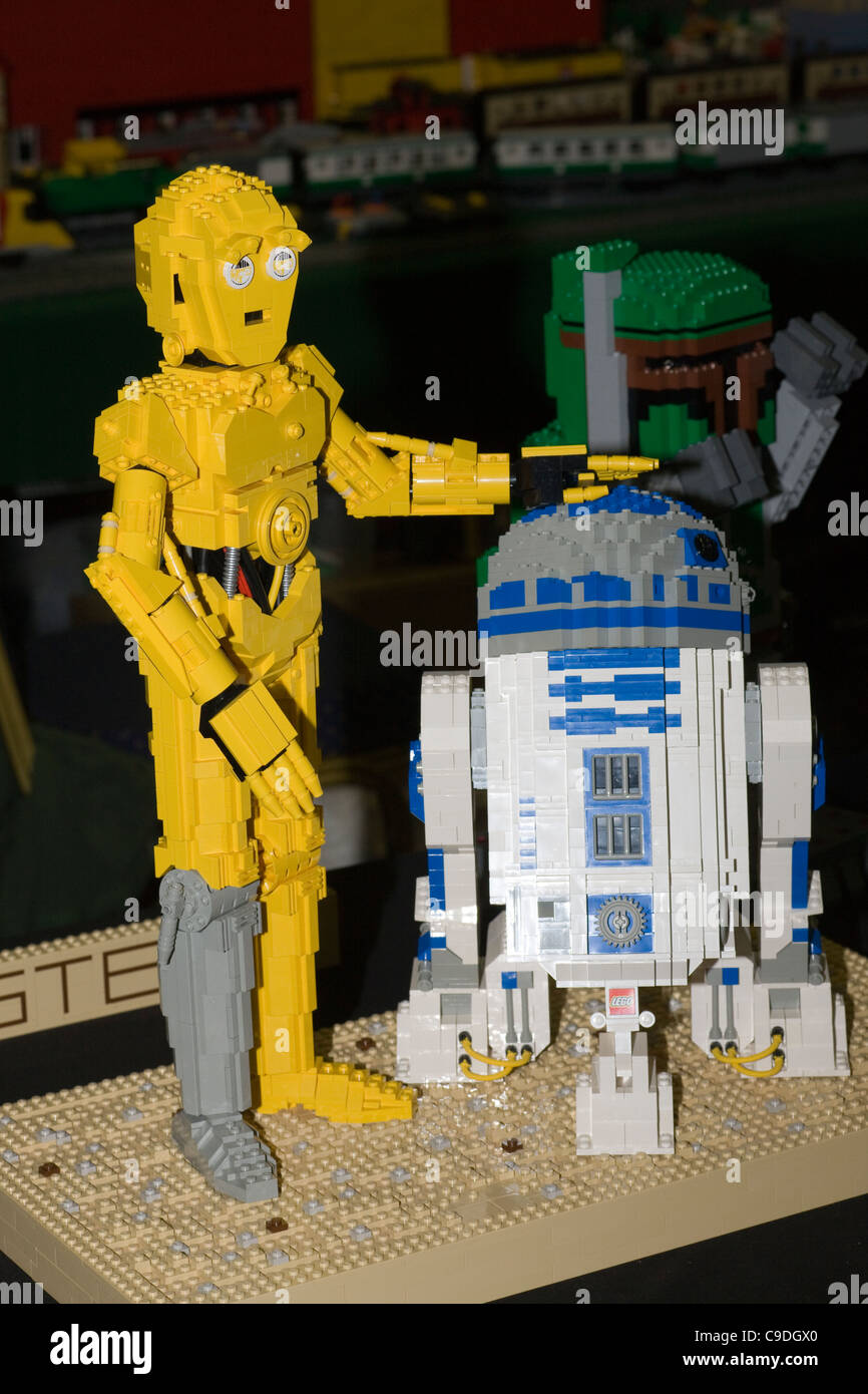 Star Wars characters R2D2 and C3PO Lego models at the Lego Convention at the GWR Steam Museum in Swindon - Stock Image