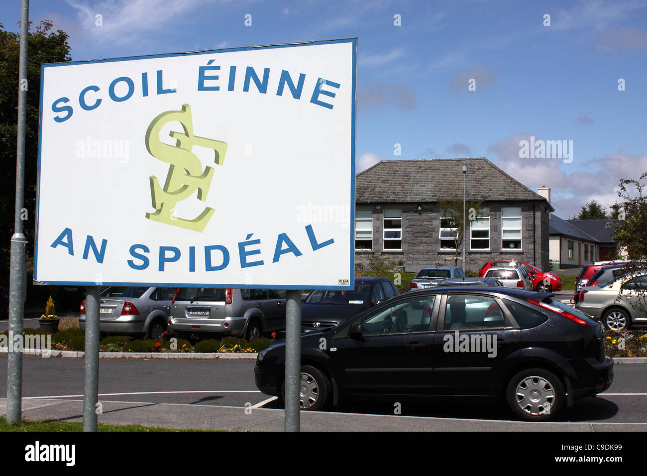 Scoil Einne, a primary school in Spiddal, Connemara, Ireland, with sign written in Irish / Gaelic - Stock Image