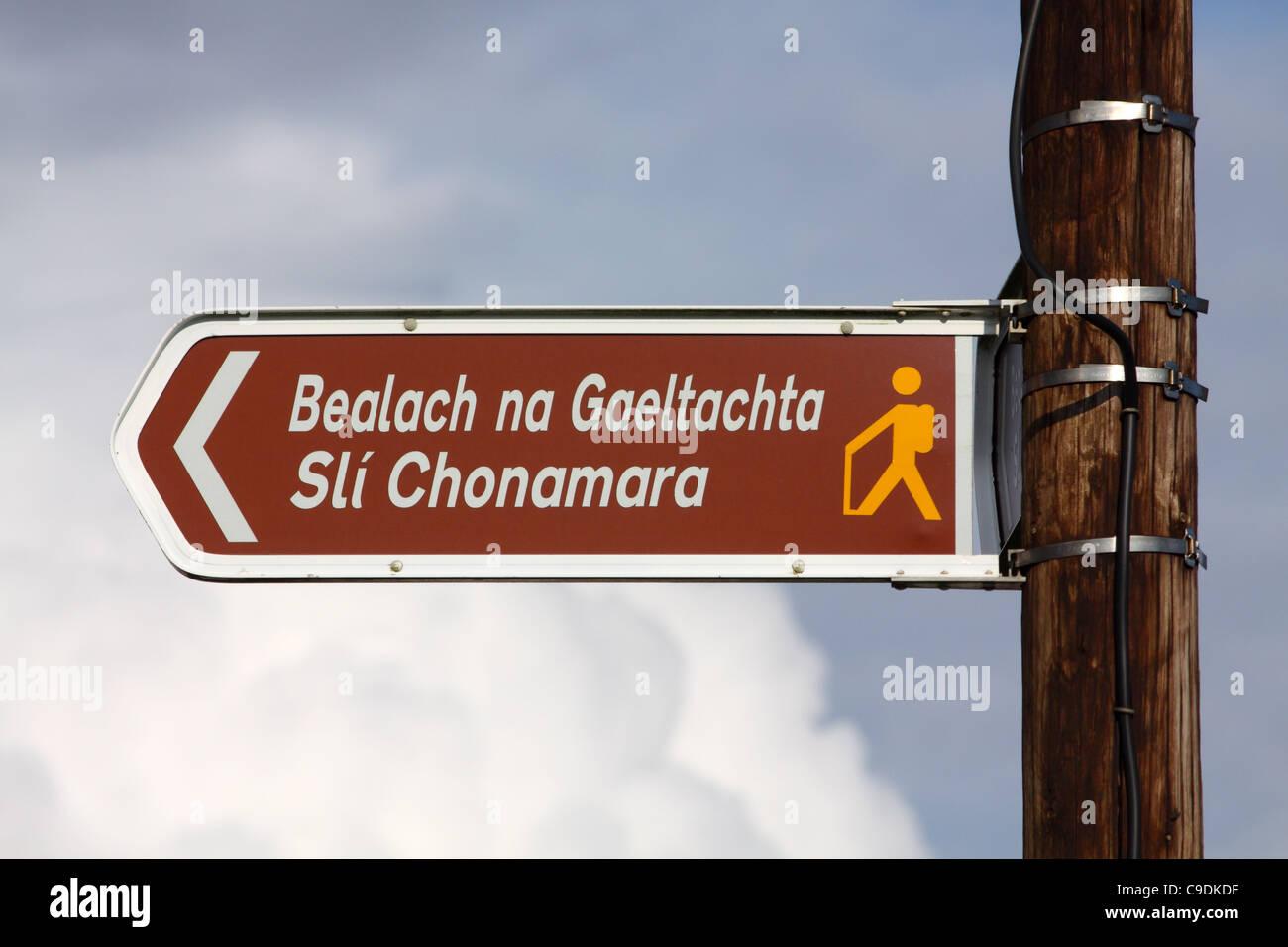 Irish language sign for Connemara Way walking route in the West of Ireland - Stock Image