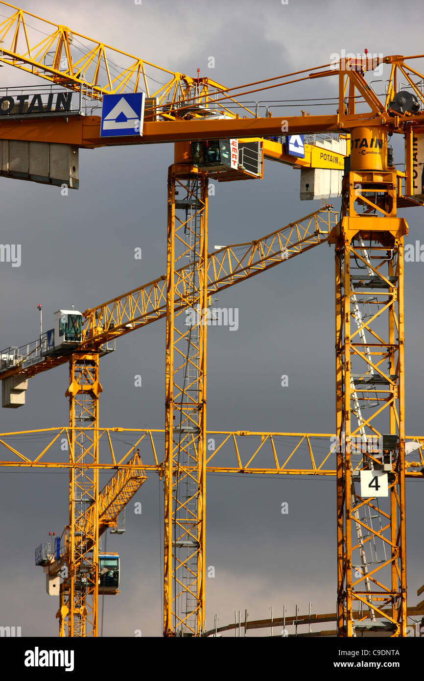 Construction site of a new administration building. Construction cranes. Innenhafen, Duisburg, Germany. - Stock Image