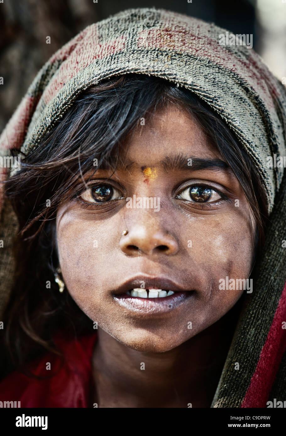 Poor Indian beggar girl portrait - Stock Image