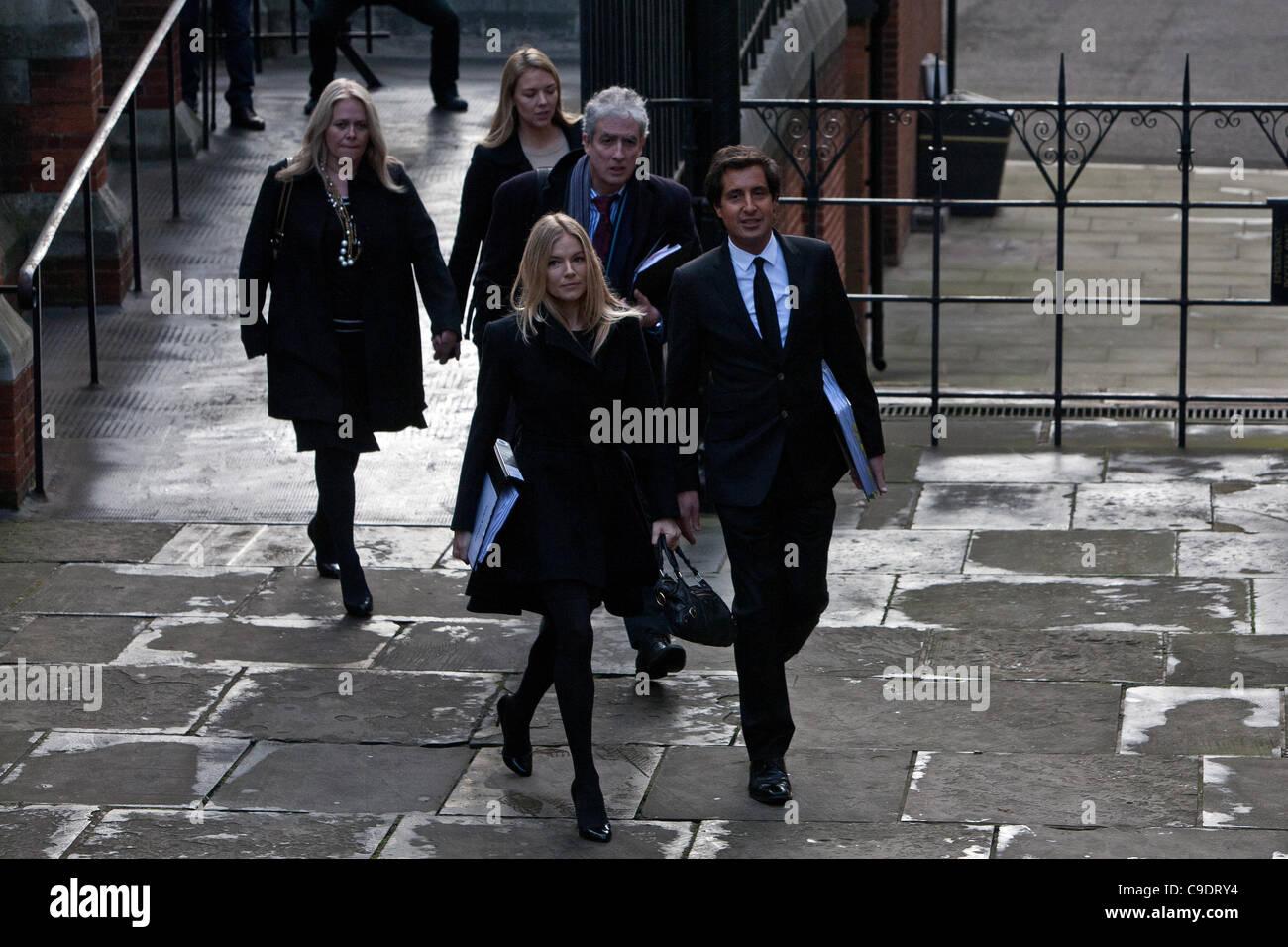 London, UK, 24/11/2011. NOTW Phone hacking victim, actress Sienna Miller ex girlfriend of actor Jude Law, arriving - Stock Image
