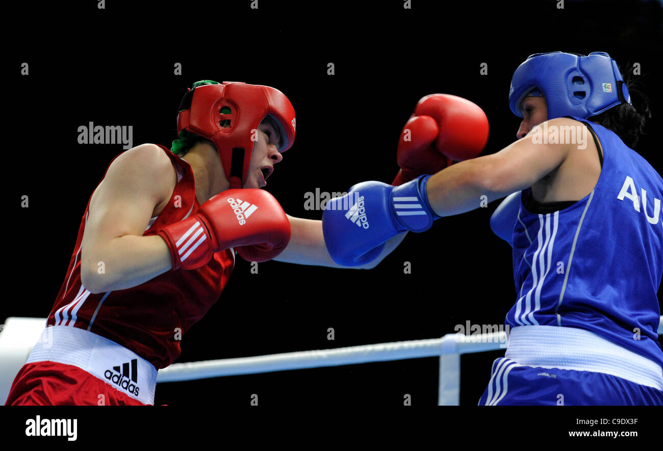 25.11.11 London Prepares Series Boxing ExCel Centre London UK Savannah Marshall GBR (Red) vs Naomi Fischer-Rasmussen - Stock Image