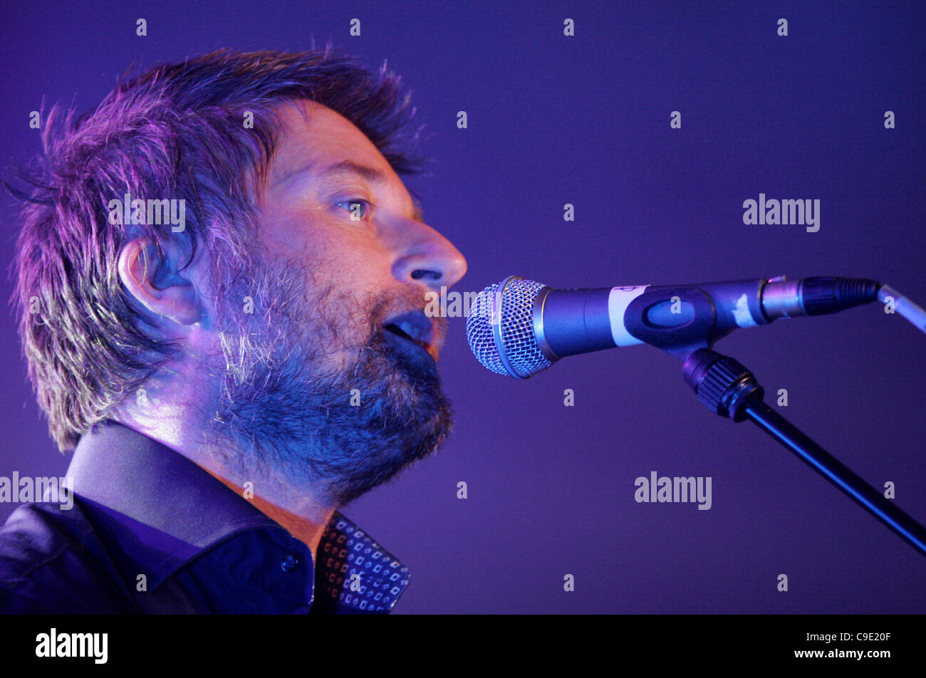 LONDON, UK, 27/11/2011. King Creosote playing live at Mencap's Little Noise Sessions in the church of St John-at - Stock Image