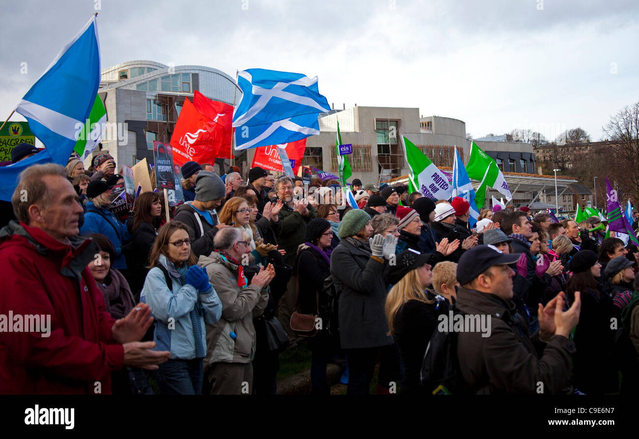 Edinburgh, UK. 30th Nov, 2011. Public sector workers and union members demonstrate in front of the Scottish Parliament - Stock Image