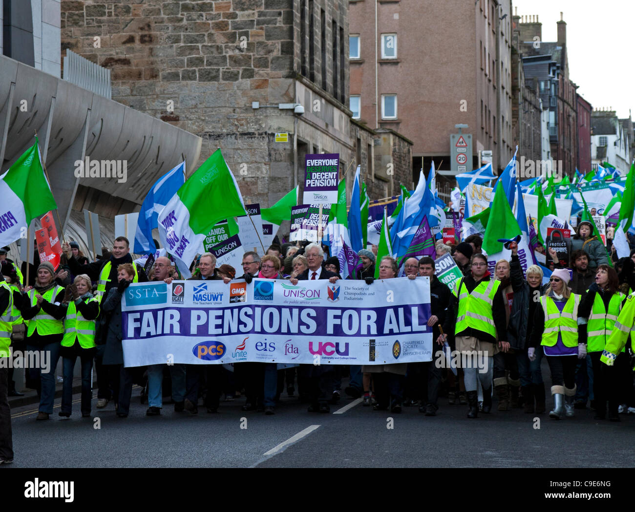 Edinburgh, UK. 30th Nov, 2011. Public sector workers and union members demonstrate in Edinburgh City Centre during - Stock Image