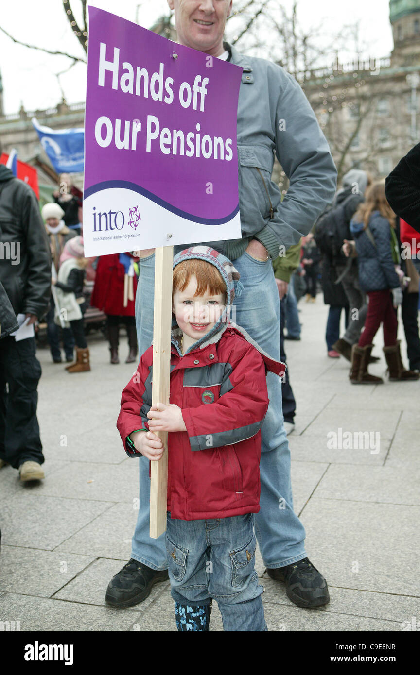 Belfast, UK. 30th Nov, 2011, Young boy (Eoin Burms) holds placard at public workers one-day strike. An estimated - Stock Image