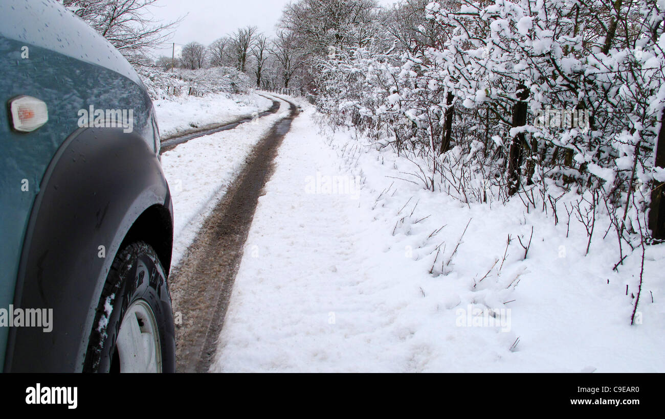 05/12/11 First real snowfall of the year blankets Glasgow leading to tricky driving conditions particularly in outlying - Stock Image