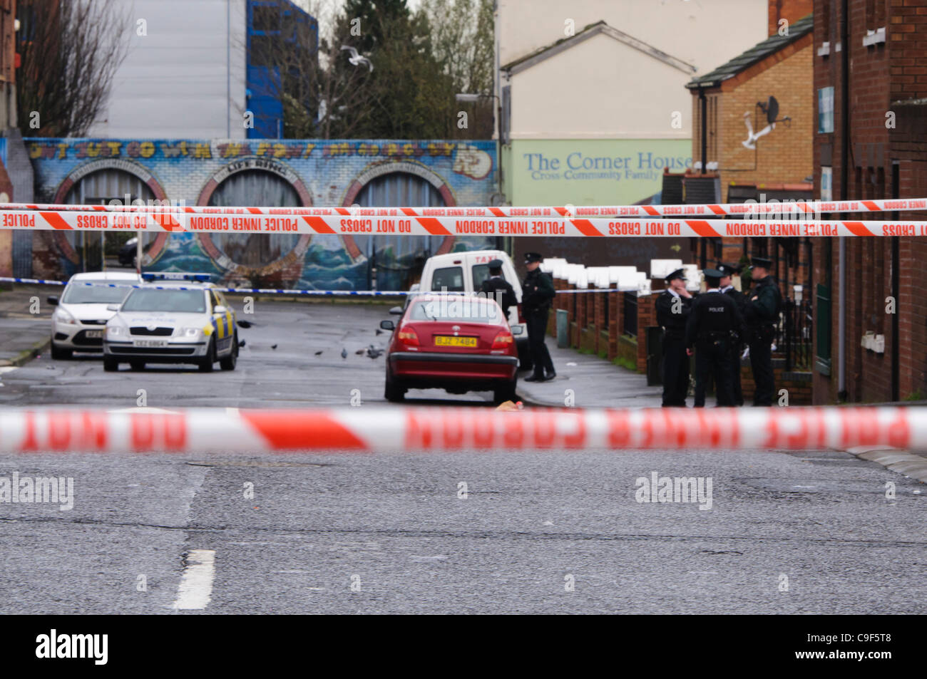 Belfast, UK.  12/12/2011: Roads cordoned off as PSNI investigate shooting incident outside newsagent shop in North - Stock Image