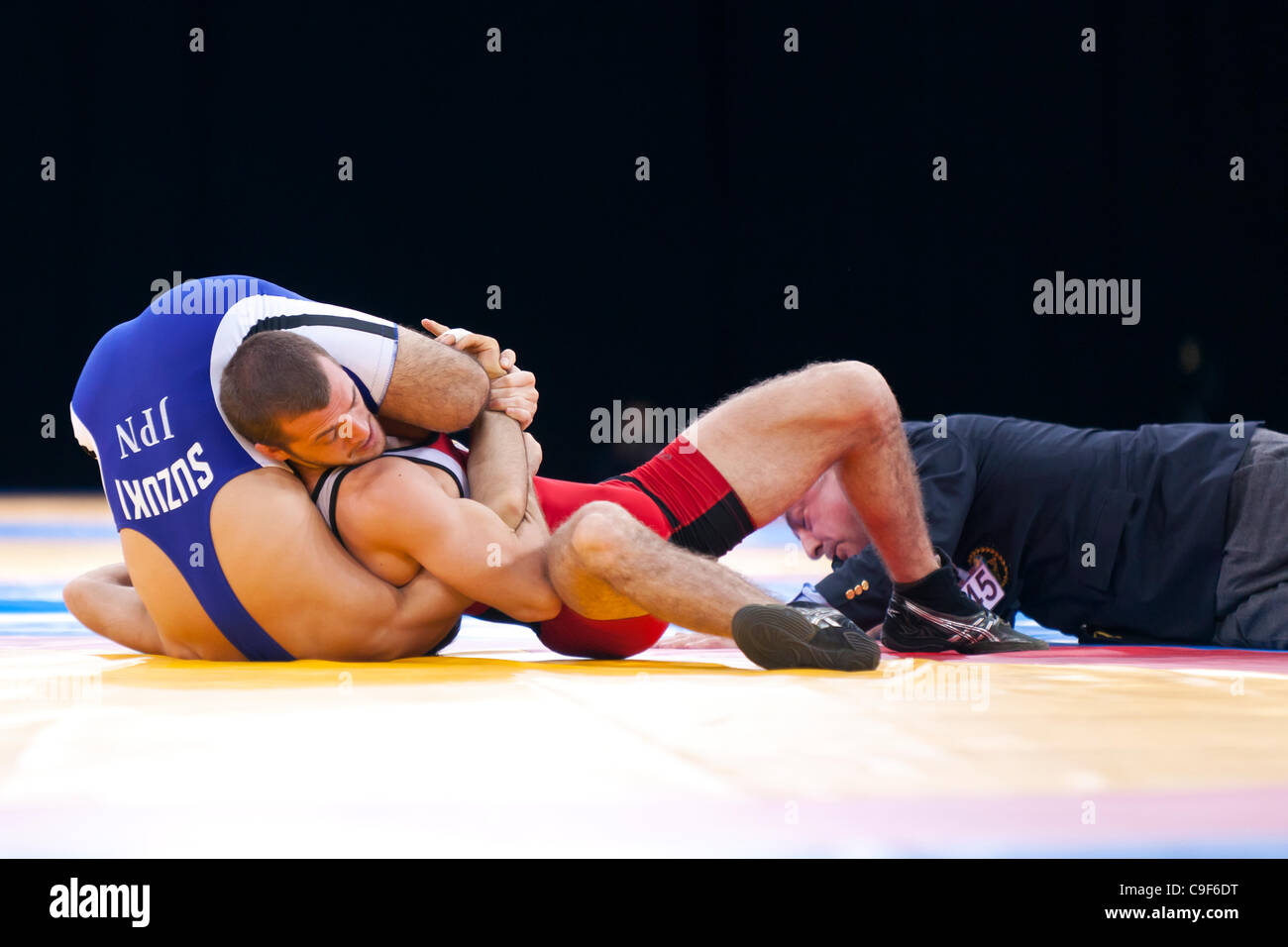 Y SUZUKI of Japan  v RW HUMPHREY of USA in the Men's Bronze 60kg Freestyle Wrestling, London Prepares Wrestling Stock Photo