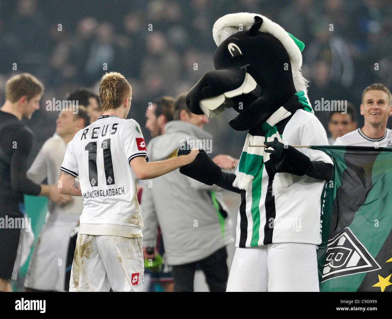 german national soccer cup, round of 16, Borussia Mönchengladbach (Moenchengladbach, Gladbach) vs Schalke 04 - Stock Image