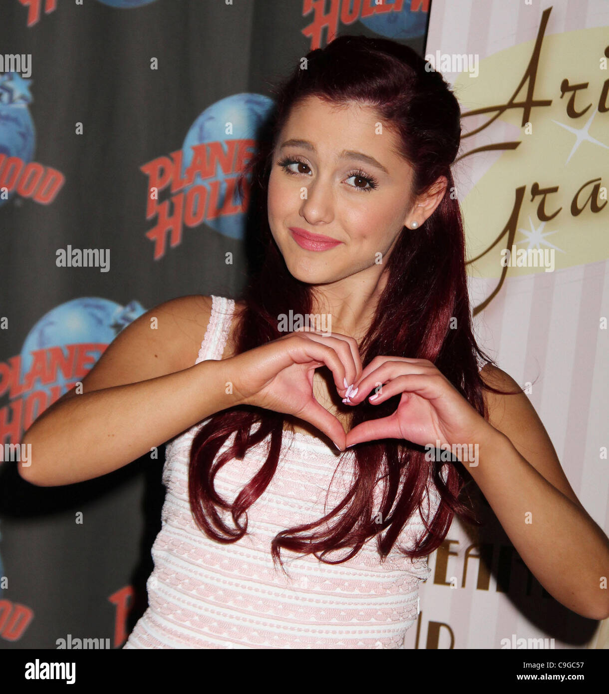 picture Ariana (actress)