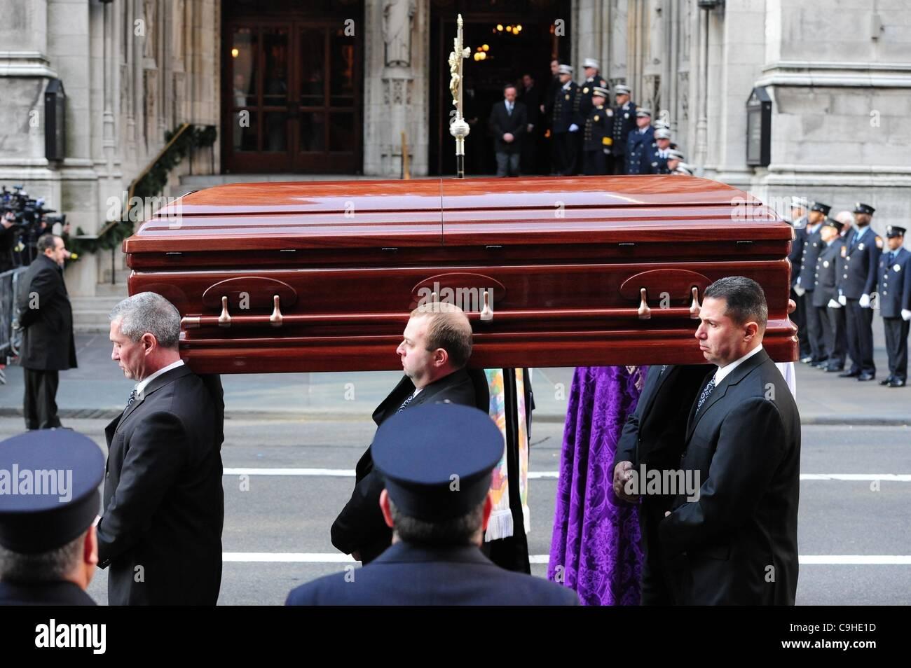 Lesbian funeral service — pic 13