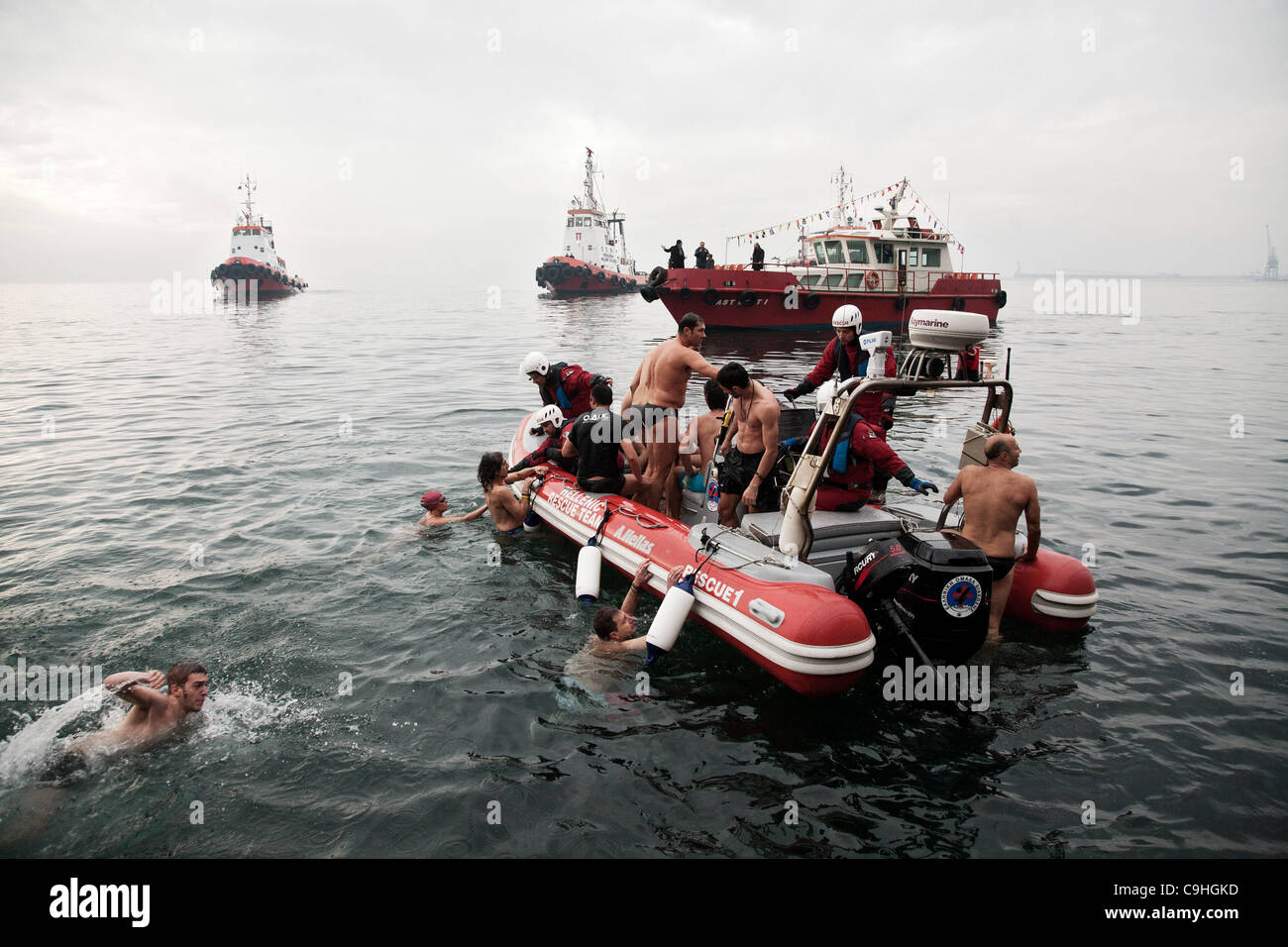 Thessaloniki, Greece. 6th Jan, 2012. Celebration of the feast of the Epiphany and 'Blessing of the Waters' - Stock Image