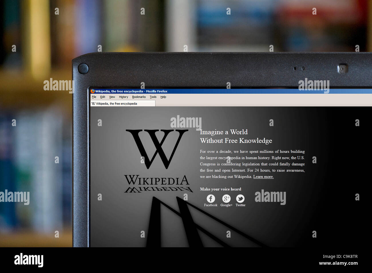 The Wikipedia website on 18th January 2012 showing messag on dark screen due to 24 hour protest black out. shutdown Stock Photo