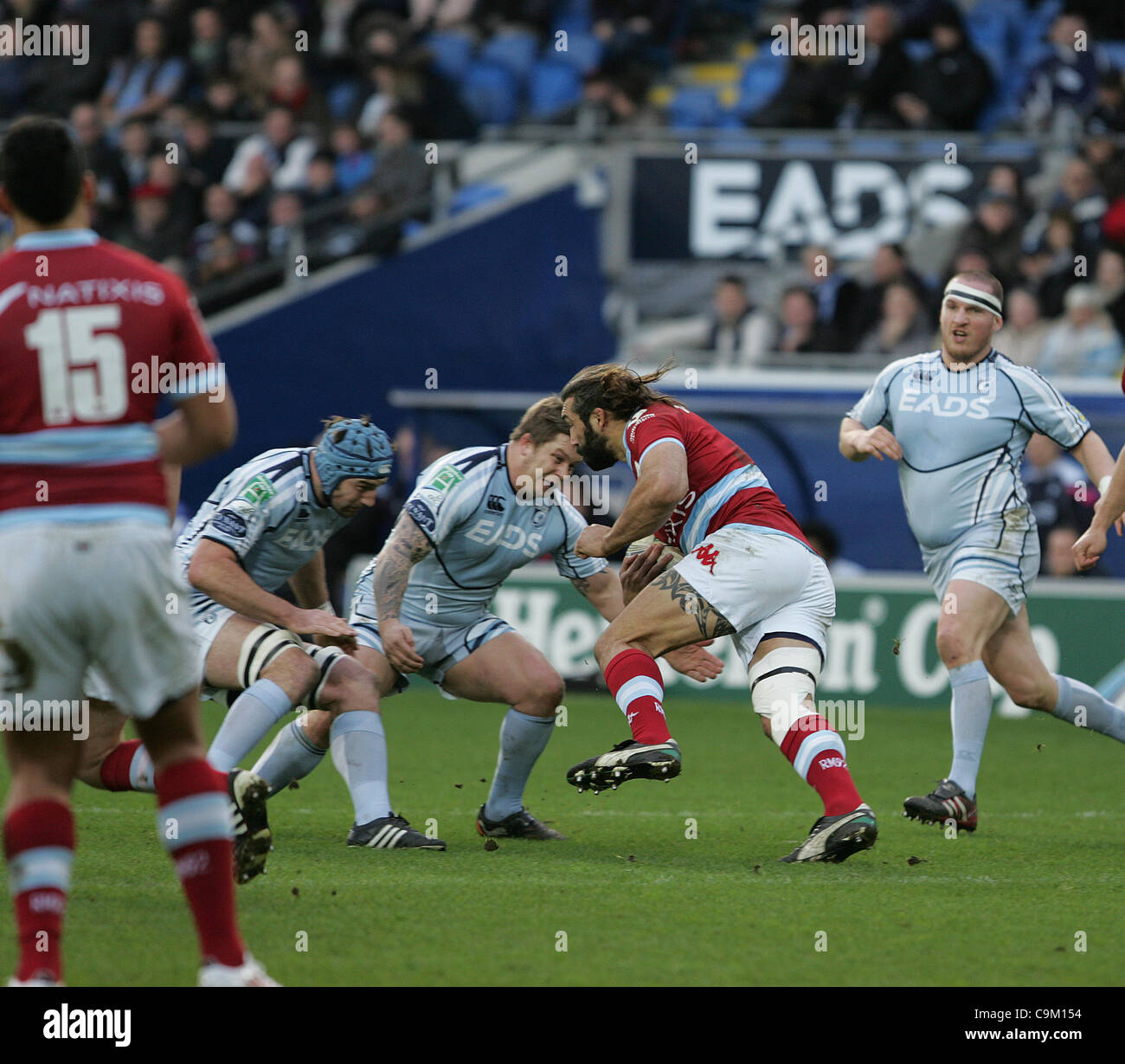 RUGBY - HEINEKEN CUP. CARDIFF BLUES VS. RACING METRO 92. Cardiff 22 JANUARY 2012.    Metro's Sebastien Chabal - Stock Image