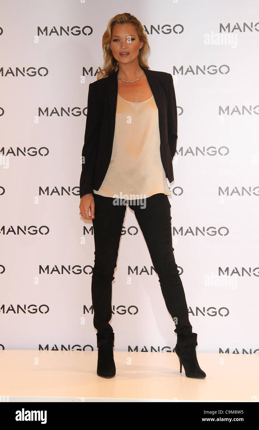 London, UK, 24/01/2012 British supermodel Kate Moss poses for photographers to toast her newest advertising campaign - Stock Image
